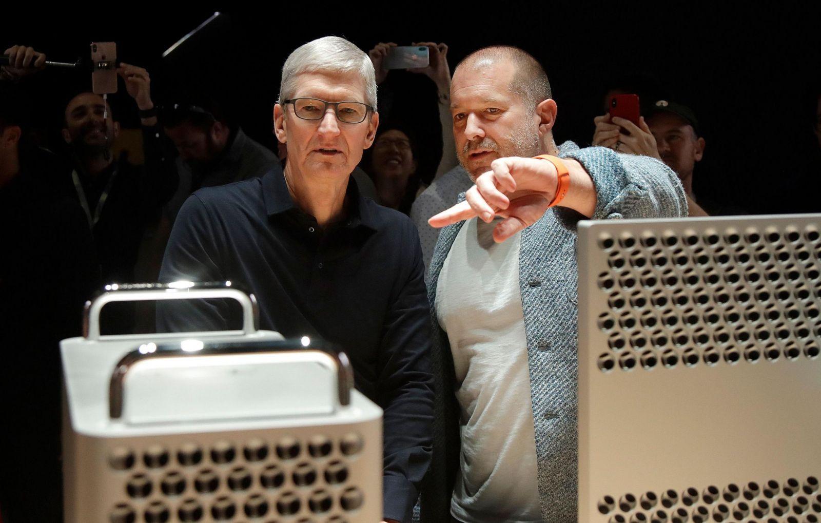 Джони Айв переделает AirBnb (Apple Jony Ive Leaving 40303 1 scaled)