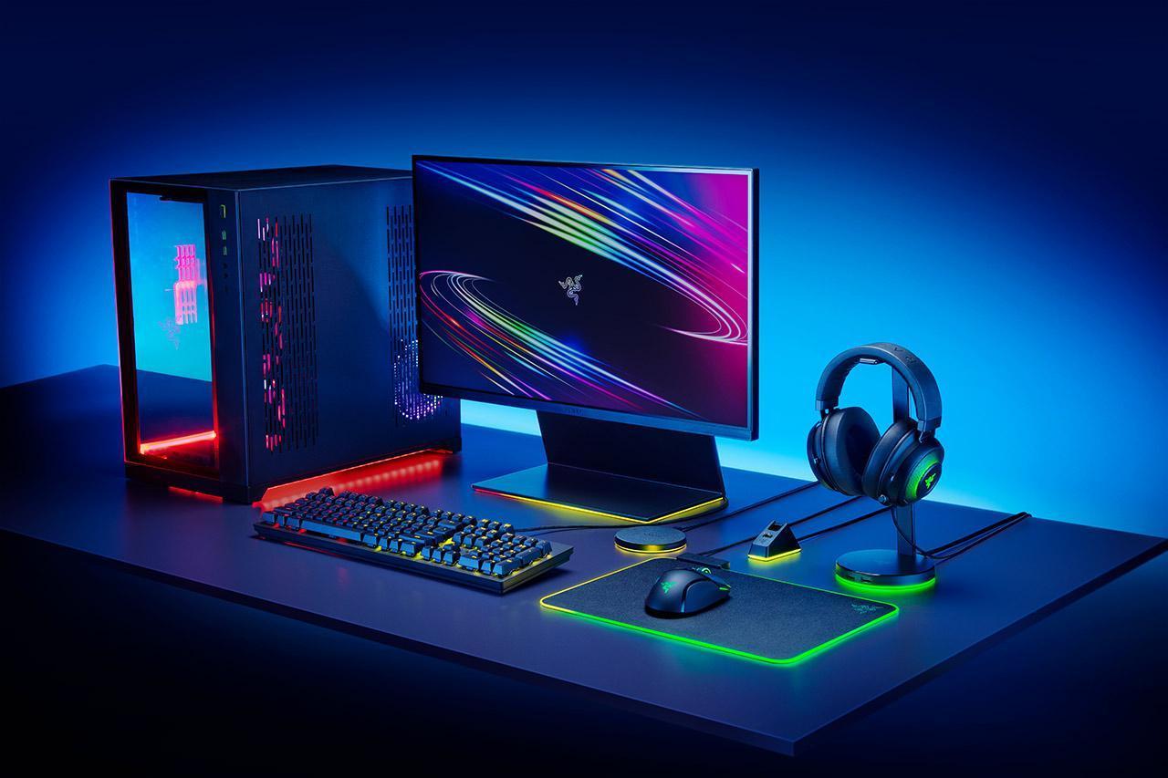 Razer добавляет Chroma RGB на ПК с новыми аксессуарами (Mouse Dock Chroma 2020 R Side Setup Shot)