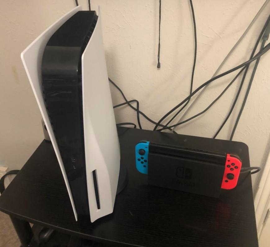 Sony PlayStation 5 получилась огромной (PS5 vs Switch)