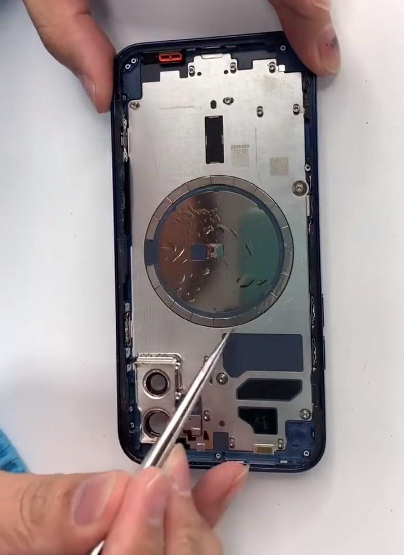 Разбор iPhone 12 показал модем Qualcomm X55 5G и батарею на 2815 мАч (gsmarena 006 1 1)
