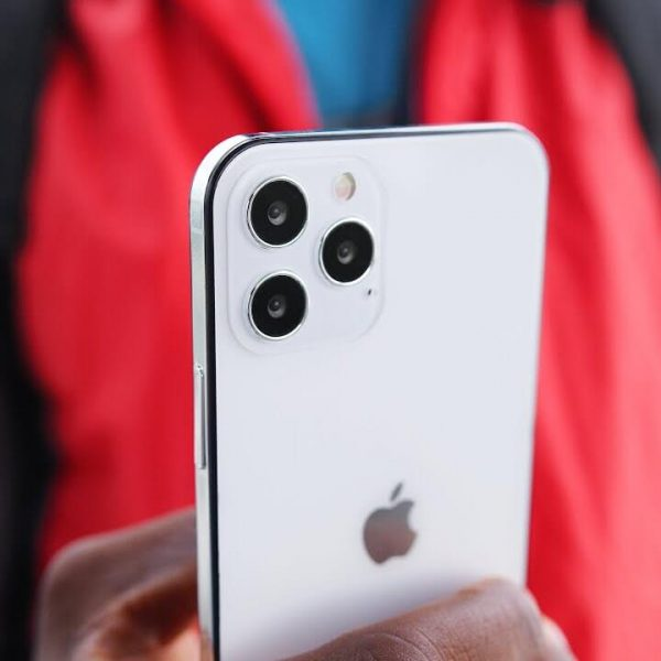 Слухи: Apple iPhone 12 получит сканер отпечатков пальцев сбоку (iphone12 release confirmed)