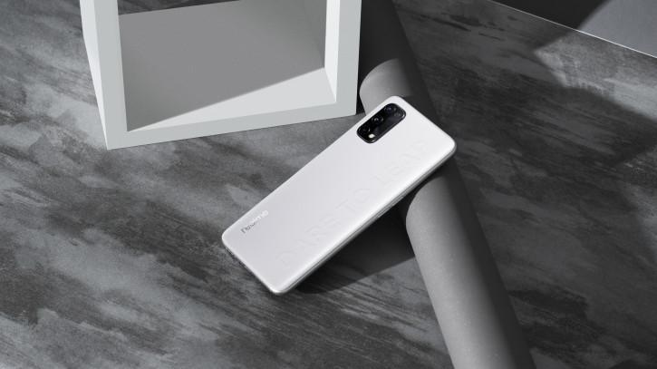 В сеть слили характеристики и дизайн смартфона Realme Q2 Pro (oficialnye promo foto realme q2 pro raskryli ego fishku picture2 1 resize)