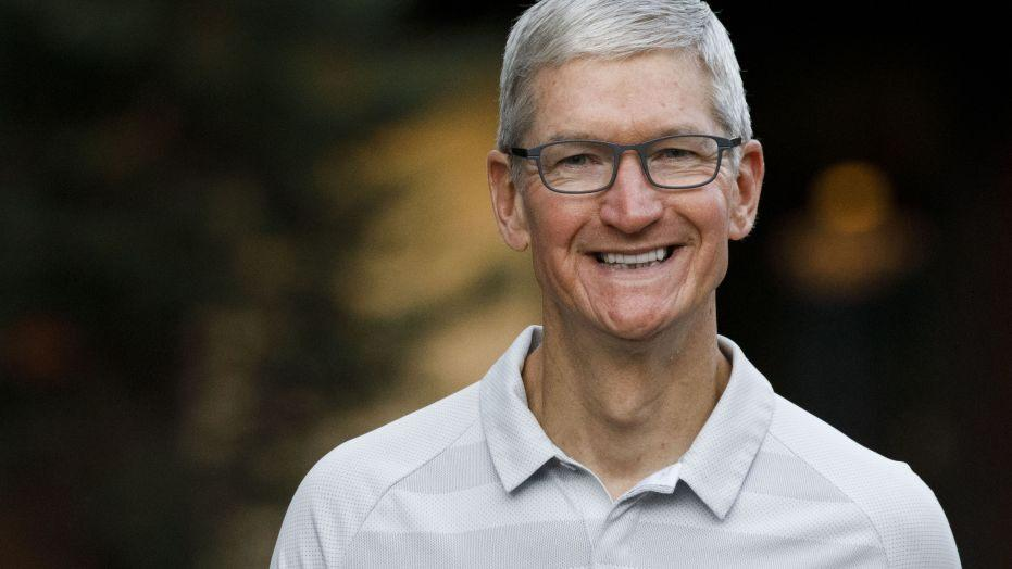 Apple отчиталась за второй квартал 2021 года (tim cook getty images)
