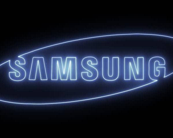 Samsung представила в России новую беспроводную зарядку «3-в-1» (9)