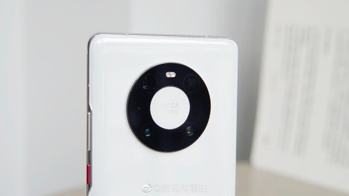 Смартфоны Huawei Mate 40 и iPhone 12 закончились в Китае (Huawei Mate 40 Pro c 1)