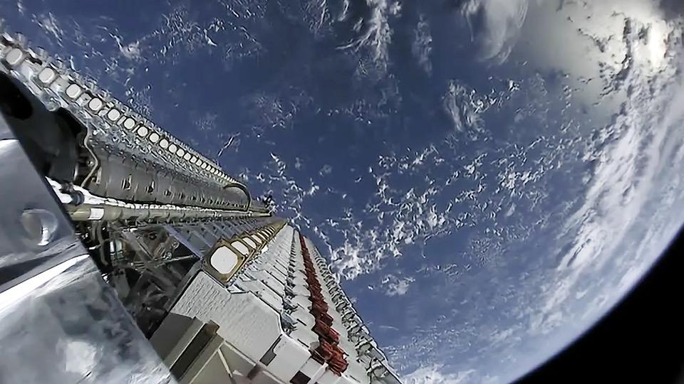 Илон Маск уже тестирует космические лазеры для улучшения спутникового интернета Starlink (Starlink Mission 47926144123)