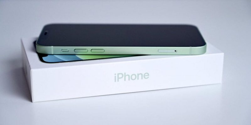 iPhone 12 mini подойдёт любому, у кого маленькие руки (iphone12 ni 1280x720 1)