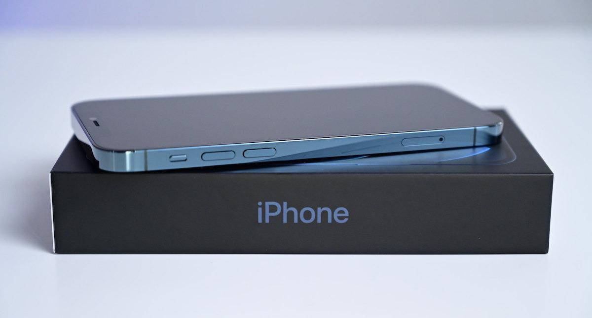 iPhone 12 mini подойдёт любому, у кого маленькие руки (predvaritelnoe odobrenie programmy obnovleniya iphone teper dostupno dlya iphone 12)