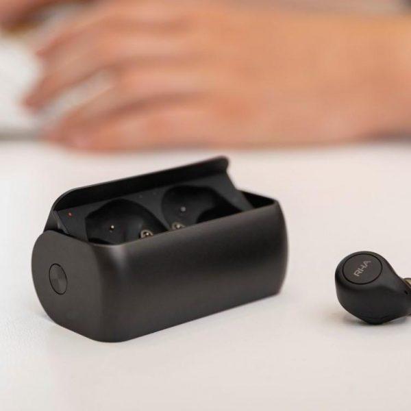 RHA представила TWS-наушники с необычным кейсом и активным шумоподавлением (rha truecontrol anc wireless earbuds thumb1200 4 3 1)
