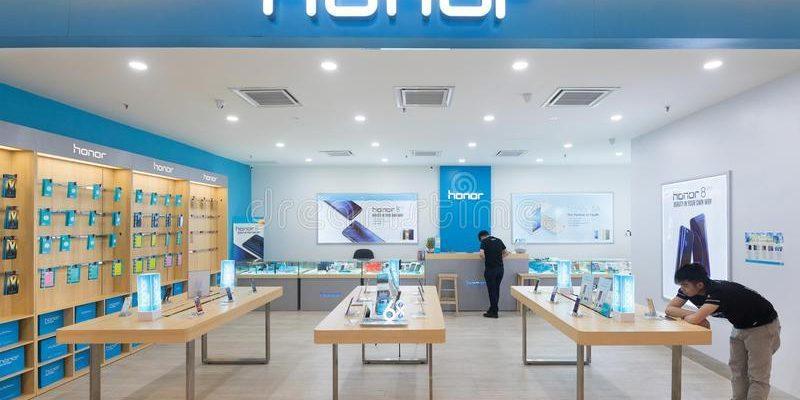 Honor откроет много розничных магазинов в России (u ostojte magazina v p oshha i nizkom yat kua ae lumpur 93683797)