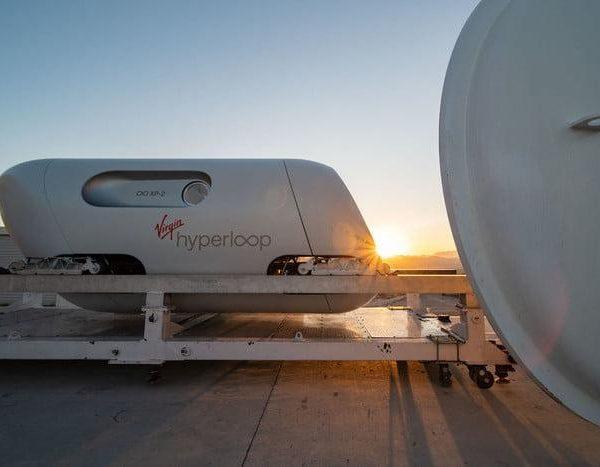 Капсулу Hyperloop протестировали первые пассажиры (xp 2 4 700x467 c 1)
