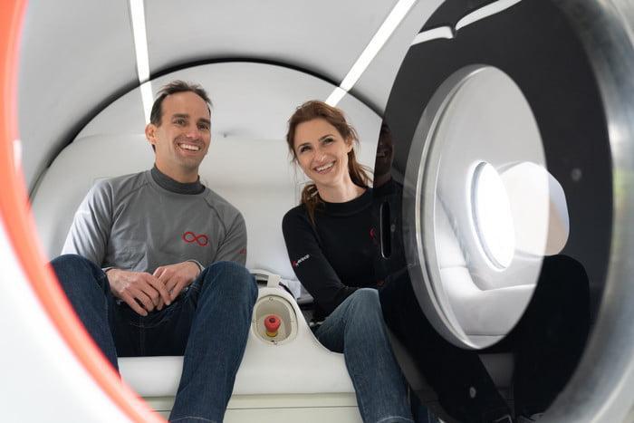 Капсулу Hyperloop протестировали первые пассажиры (xp 2 firstpassengers joshsara 7 700x467 c)
