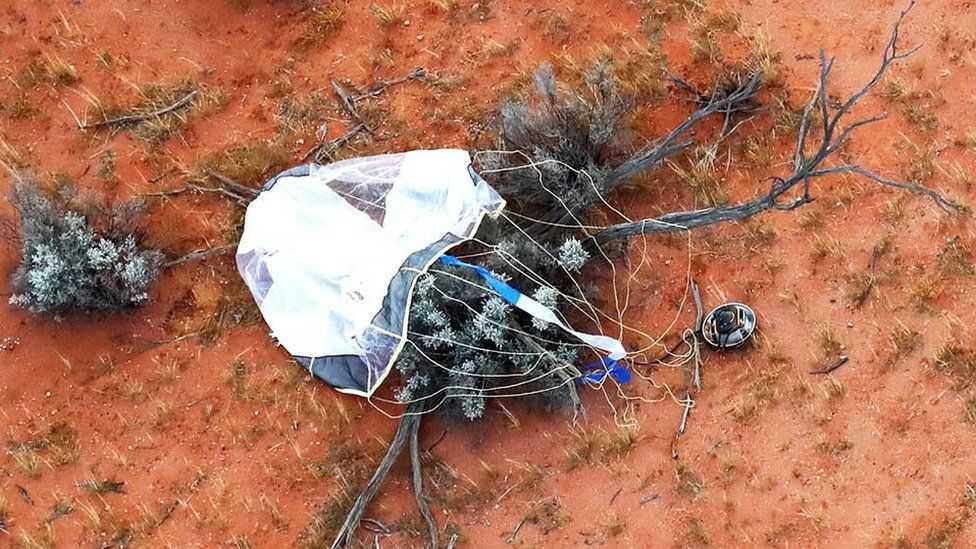 Японский космический аппарат доставил на Землю образцы астероида Рюгу (1 2)