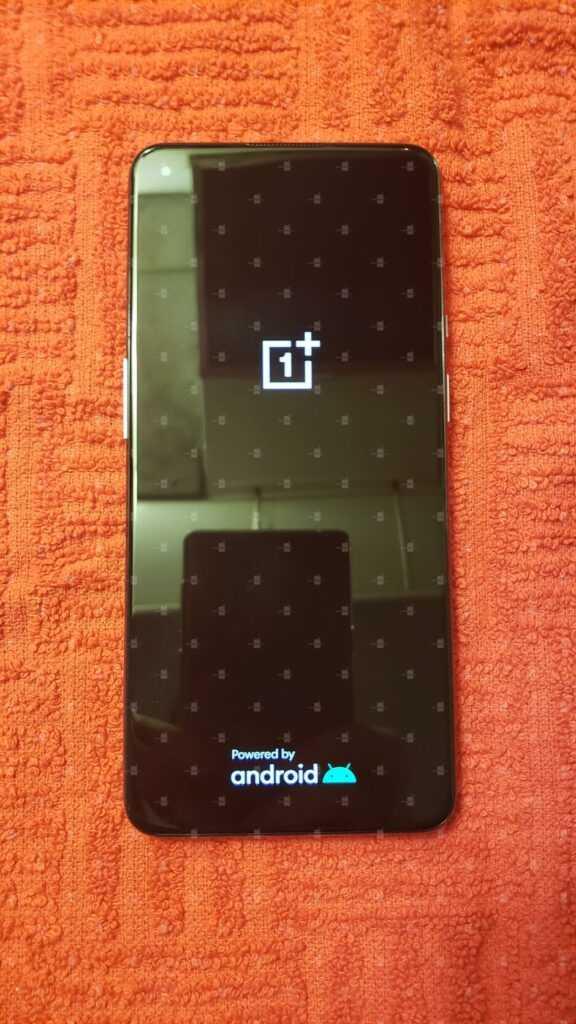 В Сеть просочились первые изображения и характеристики смартфона OnePlus 9 (1 4)
