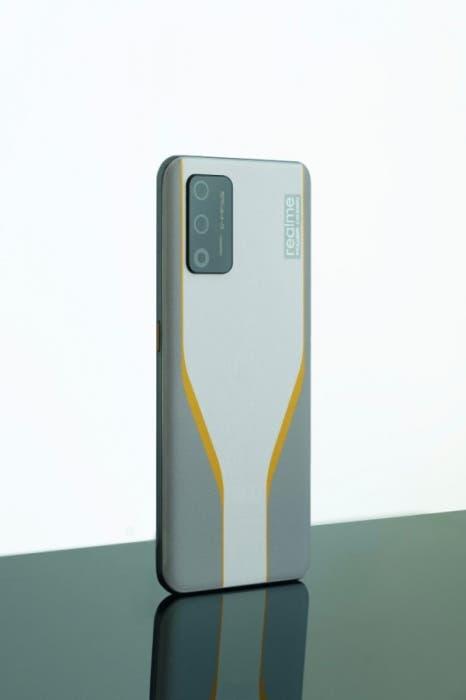 Флагман Realme Race на Snapdragon 888 станет первым смартфоном новой линейки компании (Realme Race 2)