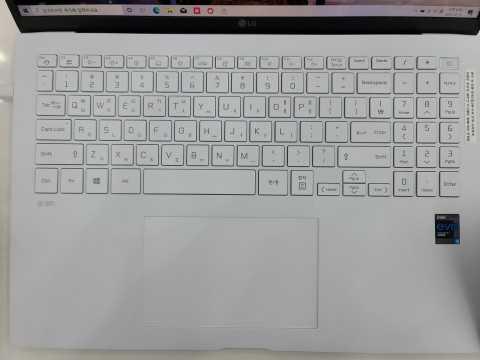 За день до официальной презентации в сети появились фото и характеристики ноутбука LG Gram (yflymXAQocc5b1B8O4ollOa5r4cO6a)