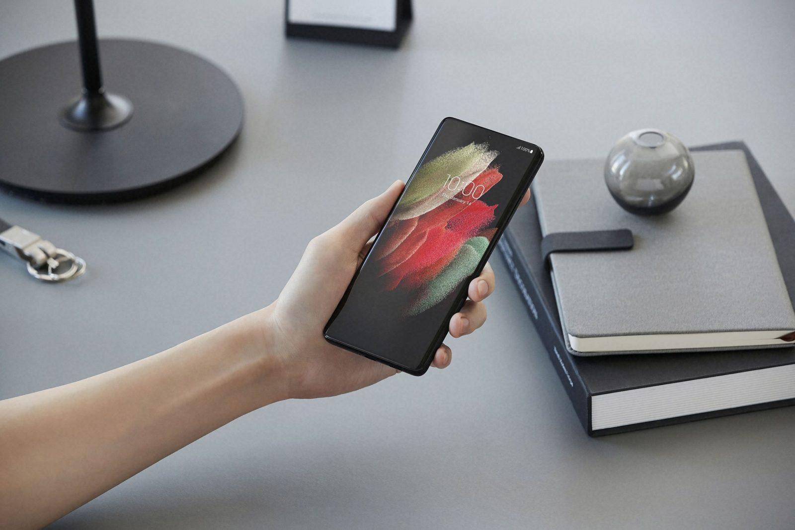 Флагманские смартфоны Galaxy S21 поступили в продажу в России (04 galaxys21 ultra handson 201230060021 scaled 1)