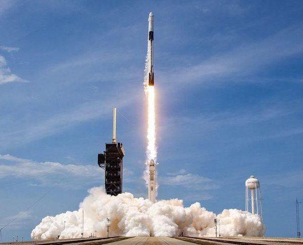SpaceX Falcon 9 запустил более 100 спутников за один раз (demo2 launch 879x485 1)