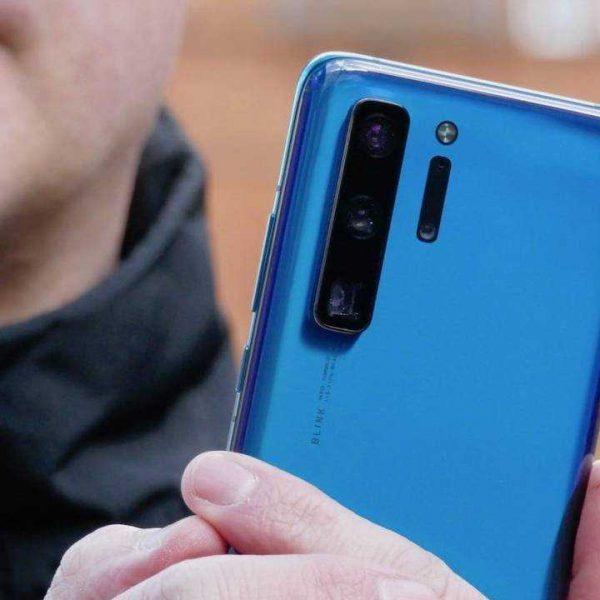 Появились новые подробности о серии Huawei P50 (huawei p40 series prototype hand 1500x1000 1 1280x720 1)