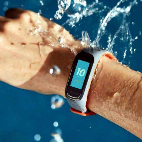 OnePlus представила свой первый фитнес-браслет (oneplus band 1024x608 large)