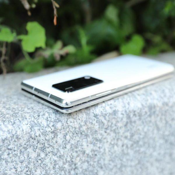 Инновационный шарнир в Huawei Mate X2 не оправдал ожиданий (1 4)