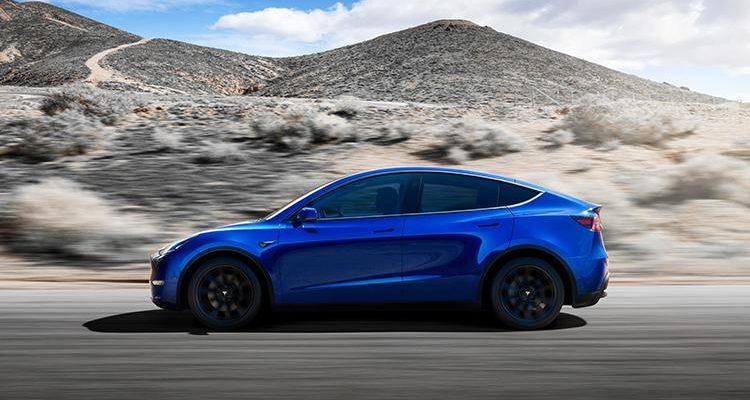 Tesla перестала продавать свой самый дешёвый электромобиль всего через месяц после его релиза (2021 tesla model y mid size suv 2)