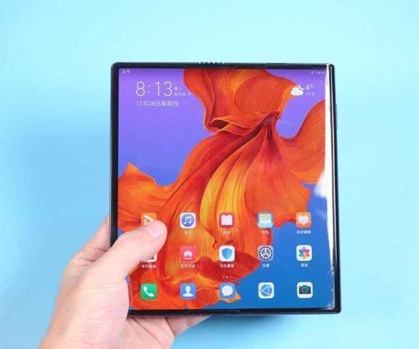 Huawei показала как будет складываться новый Mate X2 (huawei mate x2 01)