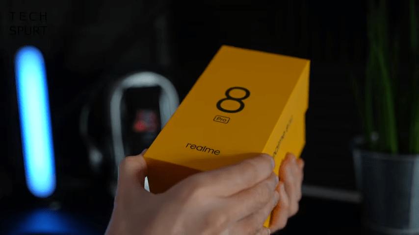 В коробке с Realme 8 Pro будет и зарядный блок, и кабель, и чехол (11)