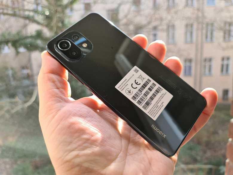 Xiaomi Mi 11 Lite показали вживую за несколько дней до официальной презентации (2 1)