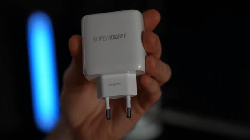 В коробке с Realme 8 Pro будет и зарядный блок, и кабель, и чехол (22)