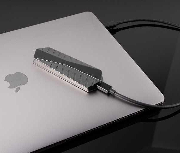 Самый быстрый в мире внешний SSD-накопитель от стартапа GigaDrive (ewozweuxaaazgwr large)