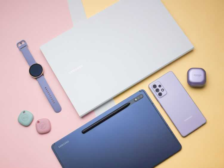 Samsung представил Galaxy A52 и A72 на Galaxy Awesome Unpacked (galaxy a72 tabs7plus spen budspro watchactive2 smarttag bookion2 751x563 1)