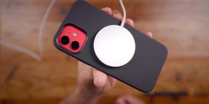 Apple патентует новый магнитный разъем, который может заменить порт Lightning на iPhone (iphone 12 magsafe up close)