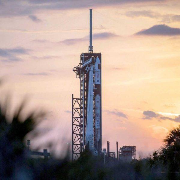 SpaceX запускает астронавтов для NASA: как смотреть трансляцию (22launch1 superjumbo v2)