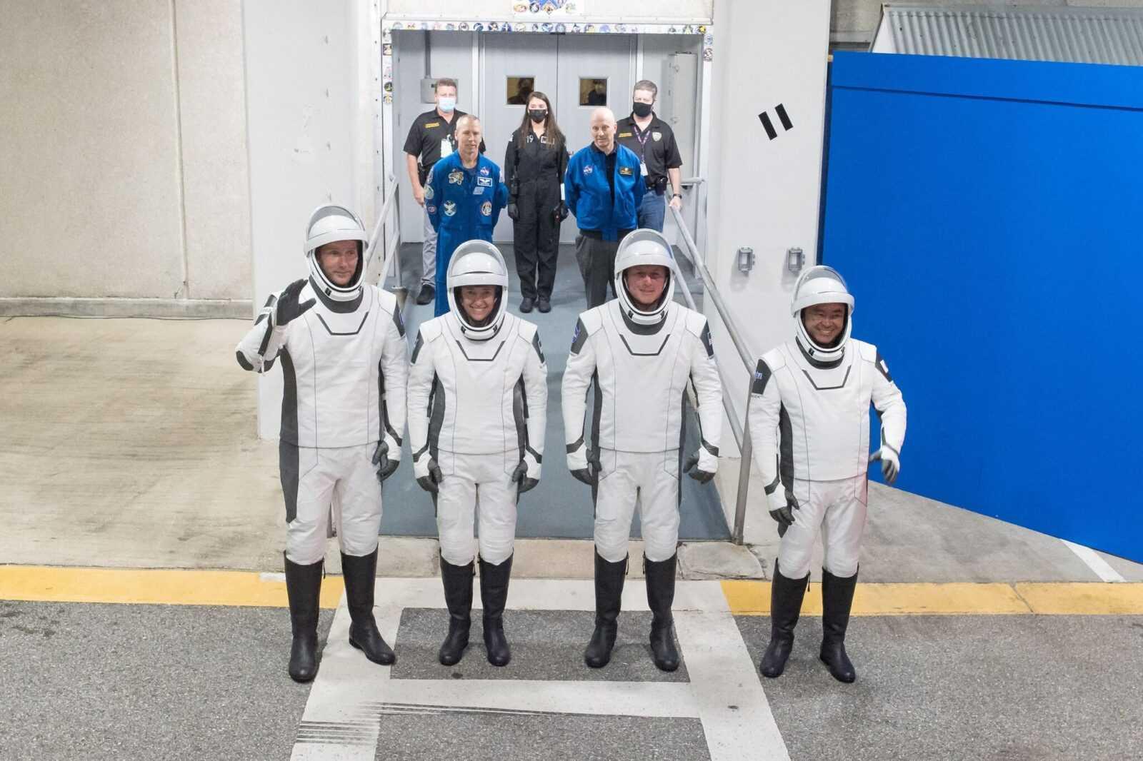 SpaceX запускает астронавтов для NASA: как смотреть трансляцию (22launch2 superjumbo)