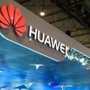 Huawei перестанет класть в комплект зарядный адаптер (56cd92186d6cf)