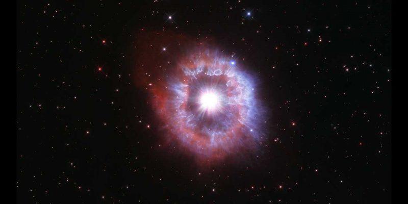 Телескоп Хаббл поделился фотографией одной из самых ярких звезд Млечного Пути (ag carinae)