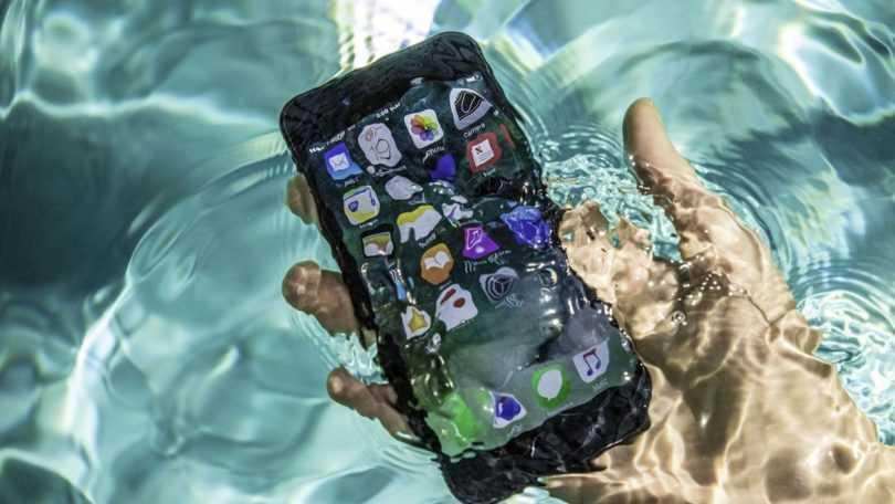 Нужна ли флагманскому смартфону защита от воды? Результаты опроса (image1 3 810x456 1)