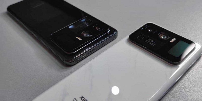 Xiaomi распаковала флагман Mi 11 Ultra под водой (mi 11 ultra 1 1280x720 1)