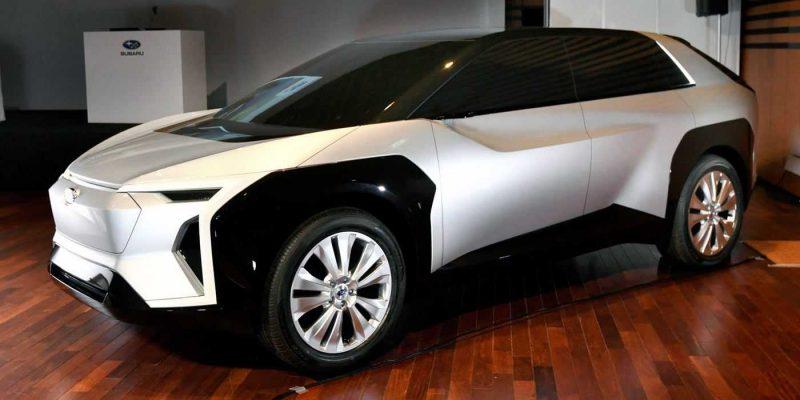 Subaru показала свой первый электромобиль (evoltis 3)