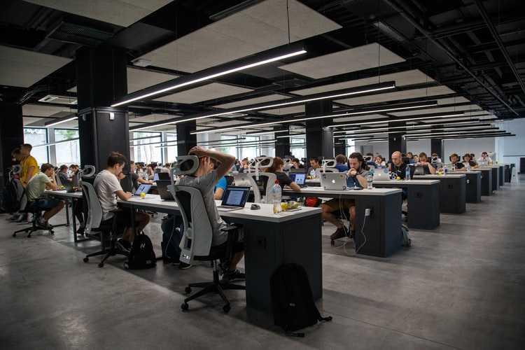 Гибридное рабочее место: вопрос доверия или риска? (photo 1504384308090 c894fdcc538d)