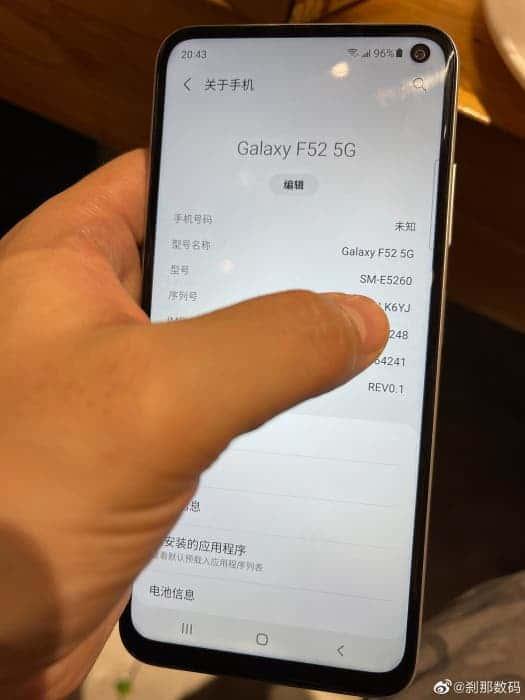 В сеть опубликовали живые фото смартфона Samsung Galaxy F52 ()