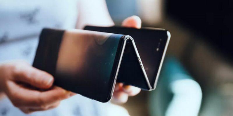 Samsung планирует продать 7 миллионов складных смартфонов к концу 2021 года (tcl fold 1280x720 1)