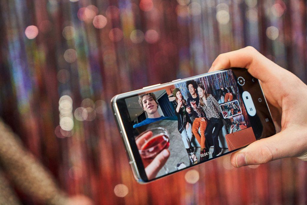 Объявлены размеры дисплеев смартфонов линейки Samsung Galaxy S22 (08 galaxys21 ultra lifestyle cut 201231021259 1024x683 1)