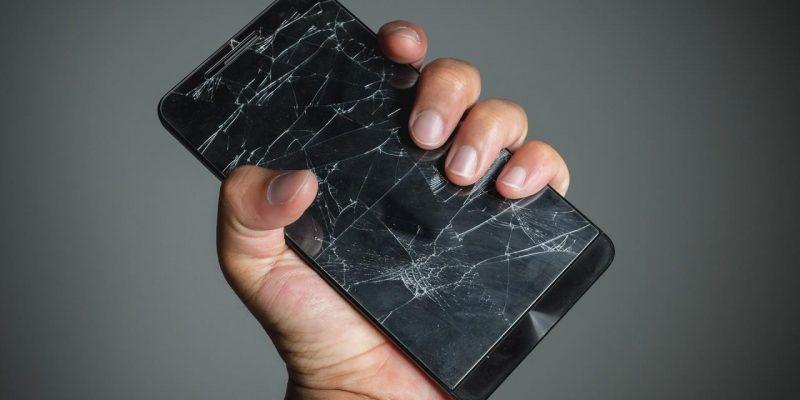 Создано самозаживляющееся стекло для смартфонов (62841)