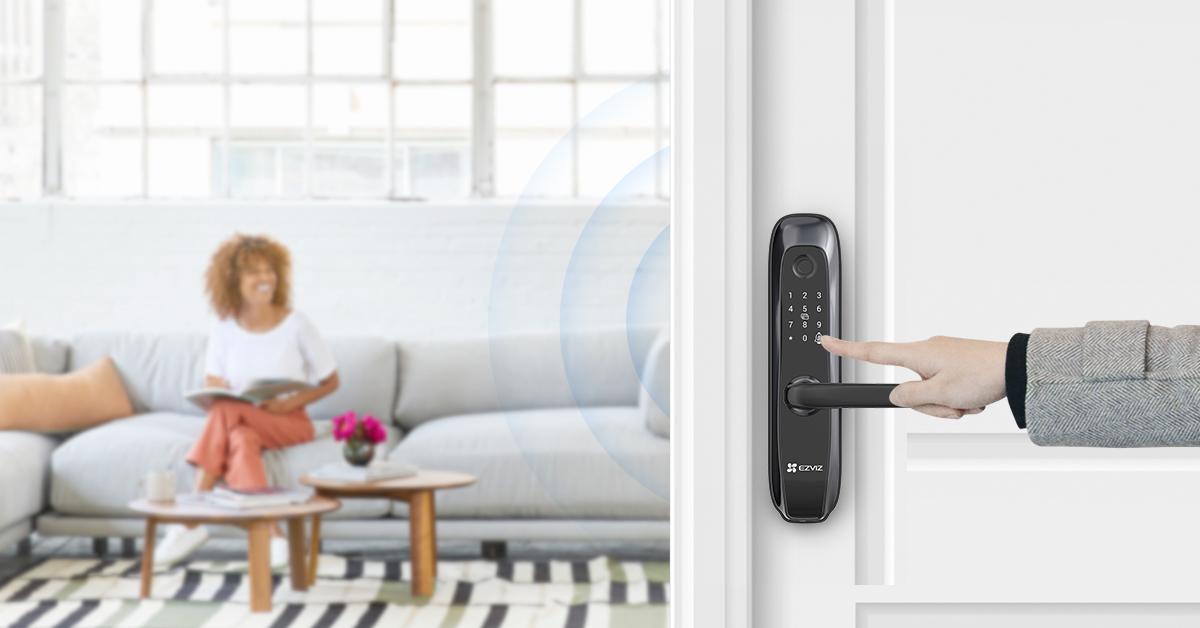 Ezviz выпустил дверной замок L2 с функцией сканирования отпечатков пальцев (ezviz l2 smart lock)