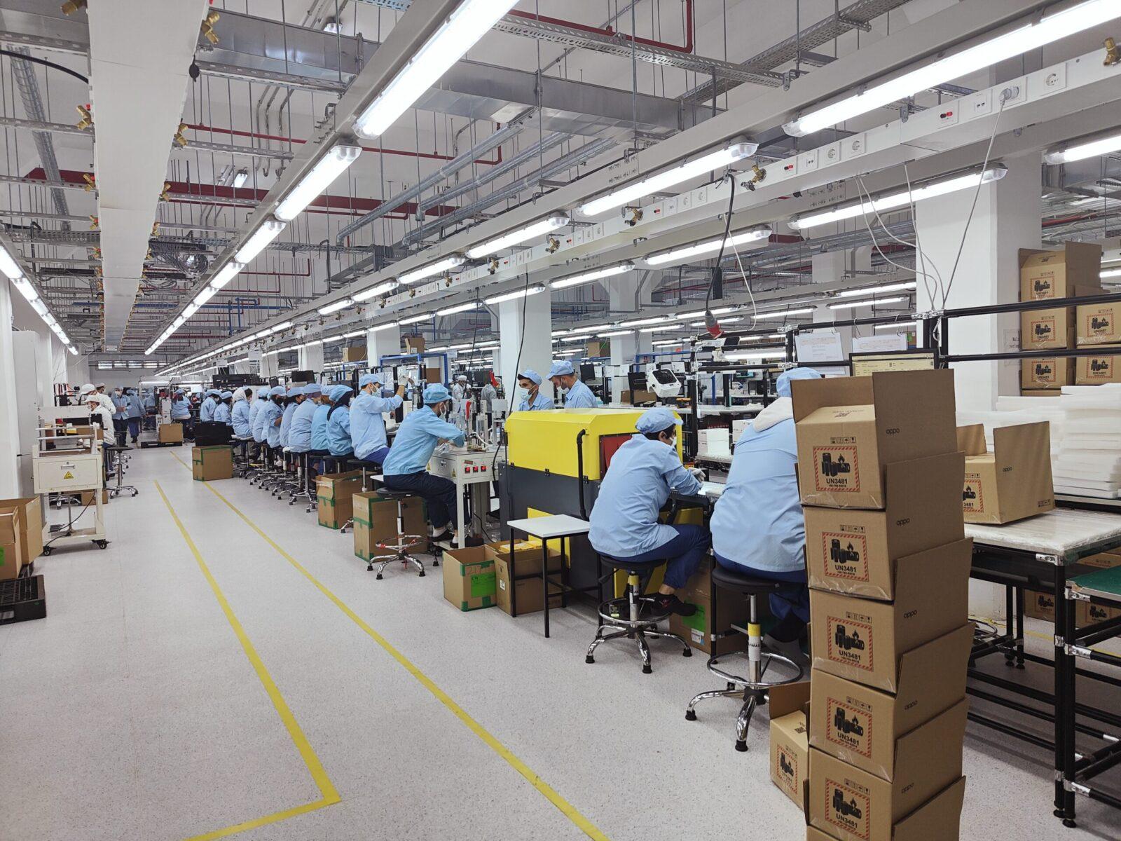 OPPO запускает новый завод в Турции (factory inside4 scaled)