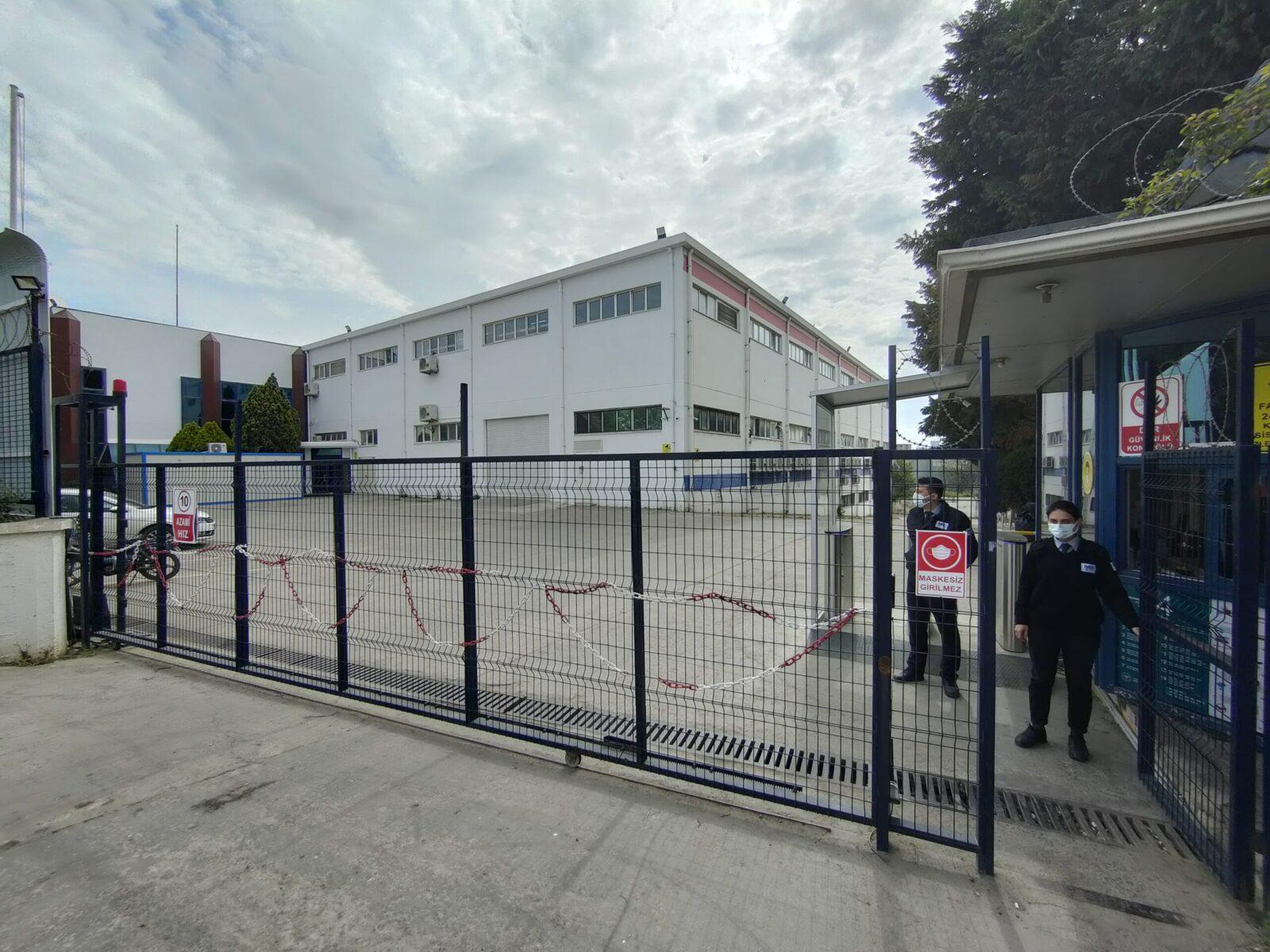 OPPO запускает новый завод в Турции (factory outside scaled)