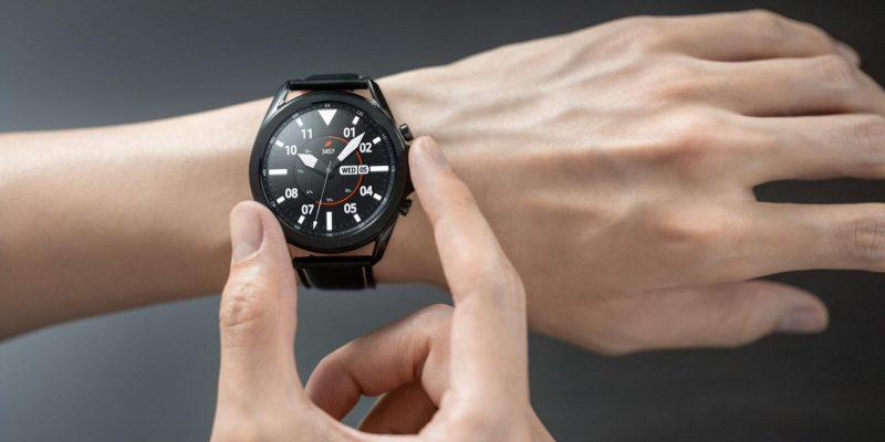 Samsung Galaxy Watch 4 Classic полностью рассекретили до запуска (galaxy watch3 mystic black front hands on lifestyle scaled 1)