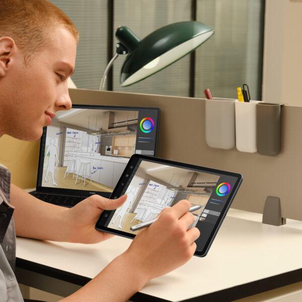 Huawei выпустила новые планшеты на базе HarmonyOS в России (mkt matepad 11 lifestyle shot multi screen collaboration en hq 16 9 jpg 20210610)
